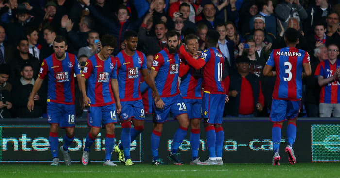 Dwight Gayle (2nd r): Celebrates at Selhurst Park
