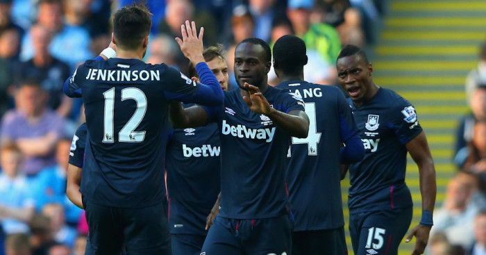 Victor Moses (2nd l): Celebrates his opener