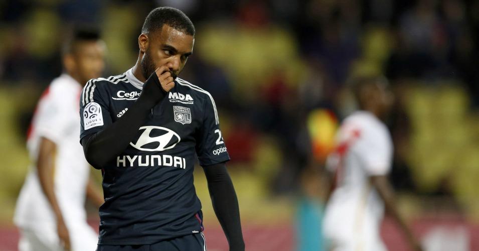 Alexandre Lacazette: Newcastle move talk played down