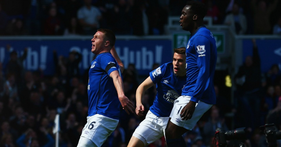 Everton: Celebrate in their 3-0 win over United last season