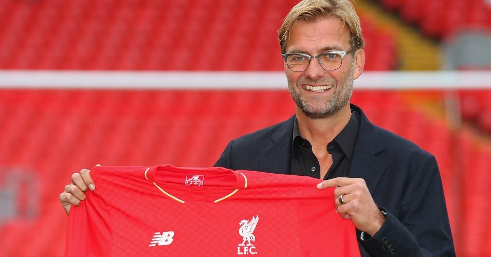 Jurgen Klopp: Poses with the Liverpool shirt