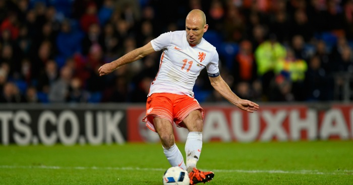 Arjen Robben: Winger 'close' to joining Manchester United