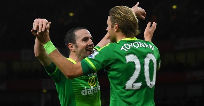John O'Shea and Ola Toivonen celebrate Sunderland's goal