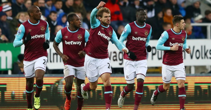 Nikica Jelavic West Ham celebration