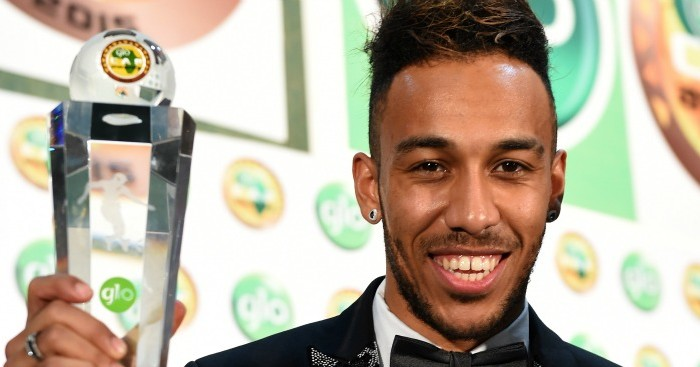 Pierre-Emerick Aubameyang: Poses with his trophy