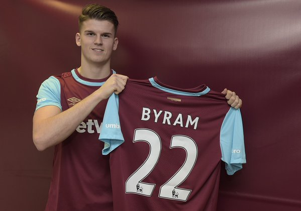 Sam Byram: Signs deal with West Ham until 2020