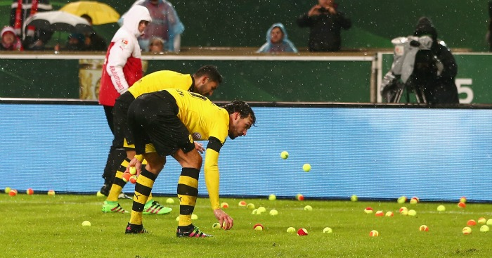 Borussia Dortmund: Tennis ball protest at ticket prices