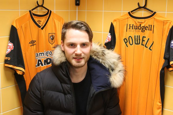 Nick Powell: Moves to Hull