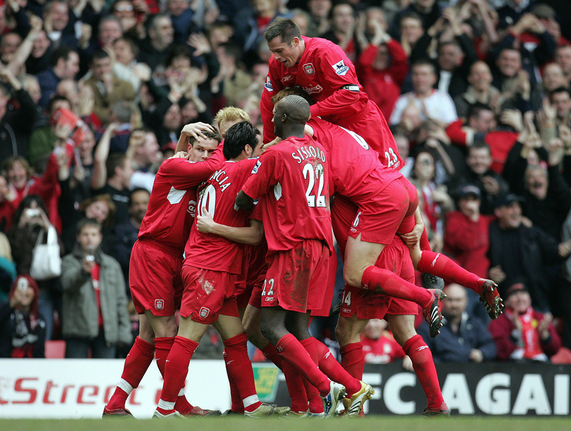 Liverpool: Celebrating Kewell's goal