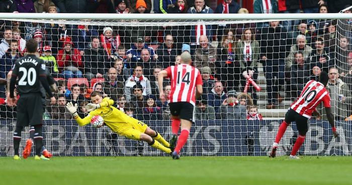 Simon Mignolet saves Sadio Mane penalty