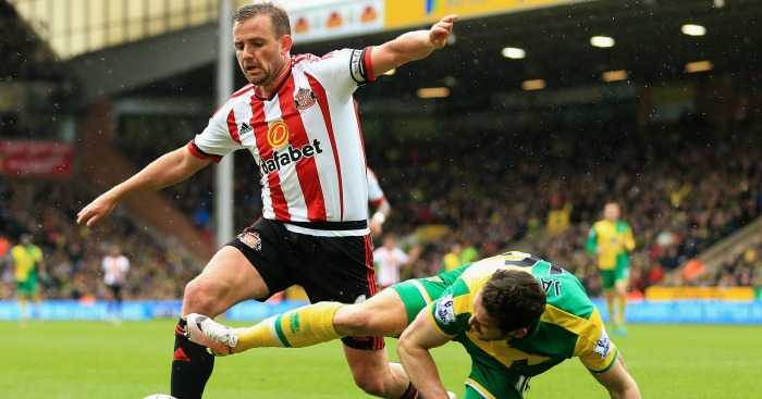 Lee Cattermole: Hip surgery