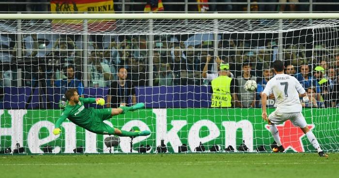 Cristiano Ronaldo scores Real Madrid v Atletico