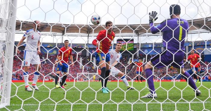 Gerard Pique scores Spain v Czech Republic