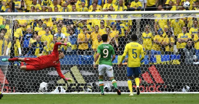 Jeff Hendrick hits the bar Republic of Ireland v Sweden