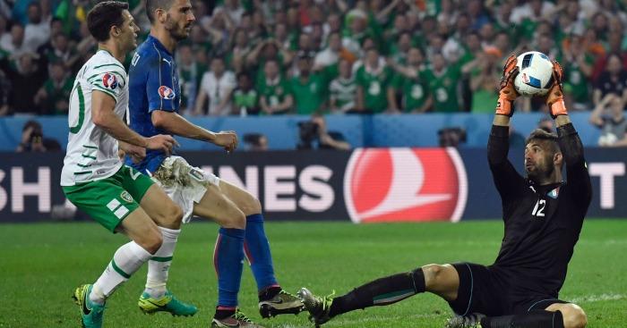 Wes Hoolahan miss Ireland v Italy