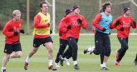 Gerard Pique (2nd right): Critical of Man Utd seniors