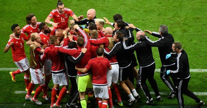 Hal Robson Kanu celebrates Wales v Belgium