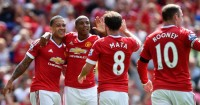 Manchester United: Working hard, insists Young