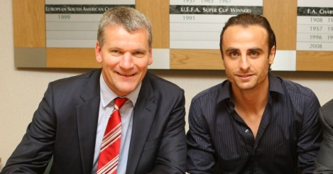 David Gill: Says Spurs were 'a nightmare' to deal with when selling Dimitar Berbatov (r)