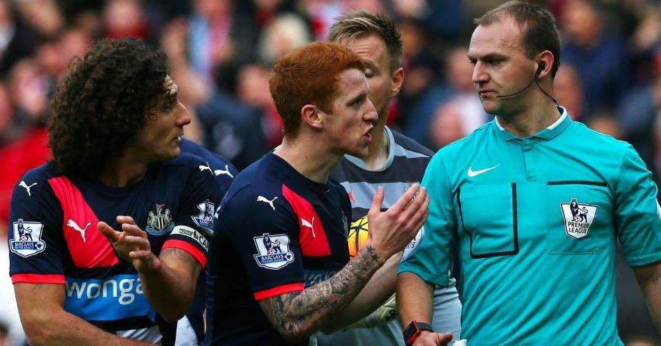 Fabricio Coloccini red card Sunderland v Newcastle TEAMtalk