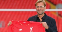 Jurgen Klopp: Poses with the Liverpool shirt