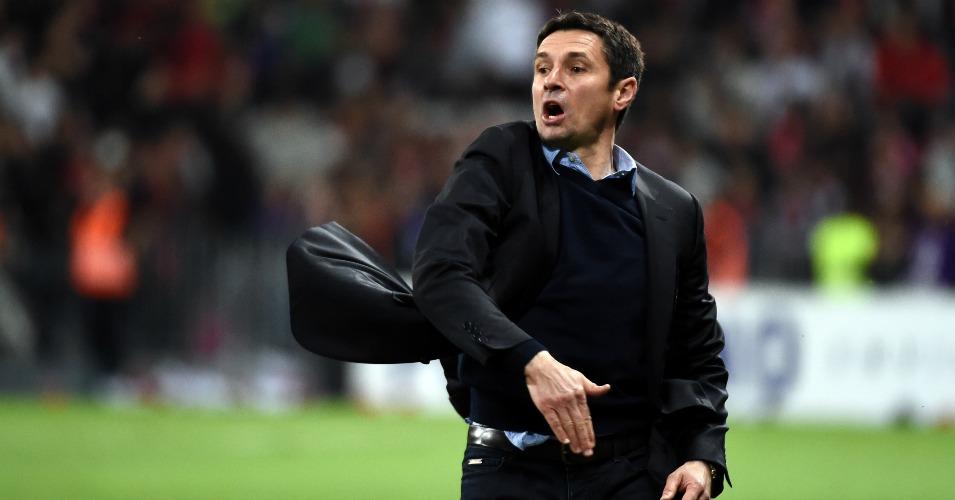Remi Garde: Cannot take Lyon coaches with him to Aston Villa