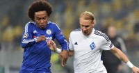 Willian: Battles for possession with Domagoj Vida