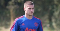 Sam Johnstone: Moves to Deepdale for a month