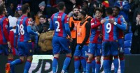 Wilfried Zaha (r): Celebrates his goal