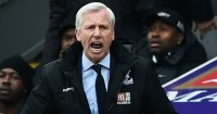 Alan Pardew: Feels the pressure from the bottom sides