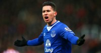 Bryan Oviedo: Everton left-back hospitalised with chest infection