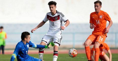 Jasper Schendelaar (l) In action for Holland U16s