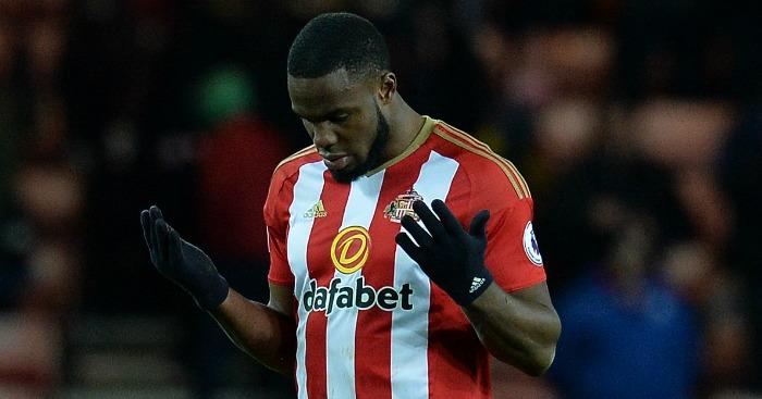 Victor Anichebe: Suffers knee injury