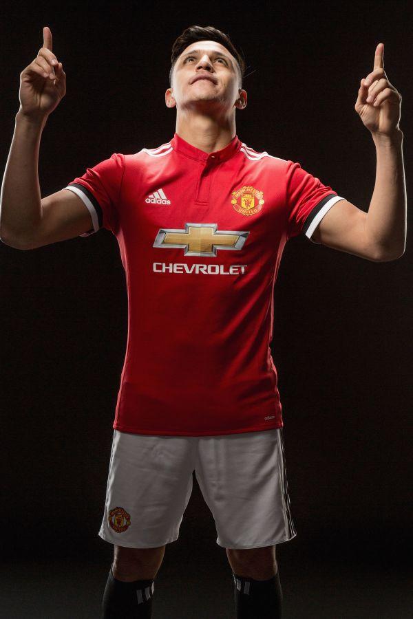 new style 749b9 c4e14 Seven of the best photos as Alexis Sanchez seals Man Utd ...