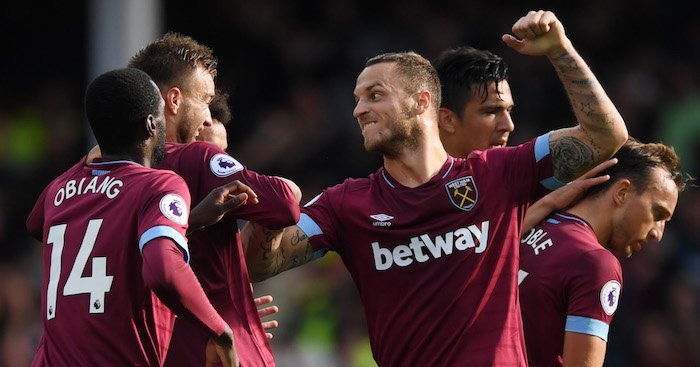 LIVERPOOL, ENGLAND - SEPTEMBER 16: Andriy Yarmolenko of West Ham United celebrates with teammates after scoring his team's second goal during the Premier League match between Everton FC and West Ham United at Goodison Park on September 16, 2018 in Liverpool, United Kingdom. (Photo by Stu Forster/Getty Images)