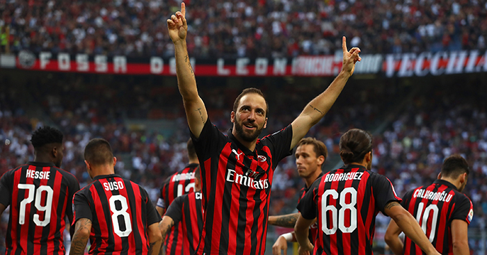 Gonzalo Higuain celebrates goal AC Milan Atalanta - Man Utd duo surplus to requirements; Klopp's style change splits fans