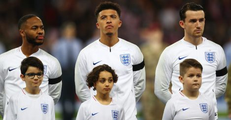 LONDON, ENGLAND - MARCH 22: Raheem Sterling, Jadon Sancho and Ben Chilwell of England line up for the national anthem prior to the 2020 UEFA European Championships Group A qualifying match between England and Czech Republic at Wembley Stadium on March 22, 2019 in London, United Kingdom. (Photo by Clive Rose/Getty Images)