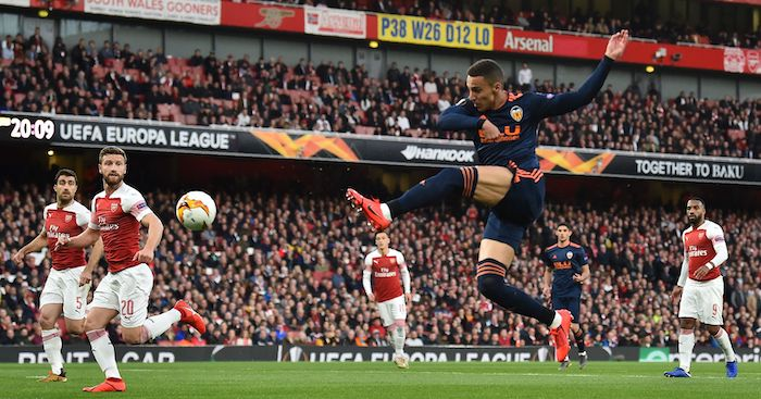 Valencia's Spanish striker Rodrigo crosses the ball during the UEFA Europa League semi final, first leg, football match between Arsenal and Valencia at the Emirates Stadium in London on May 2, 2019. (Photo by Glyn KIRK / AFP) (Photo credit should read GLYN KIRK/AFP/Getty Images)