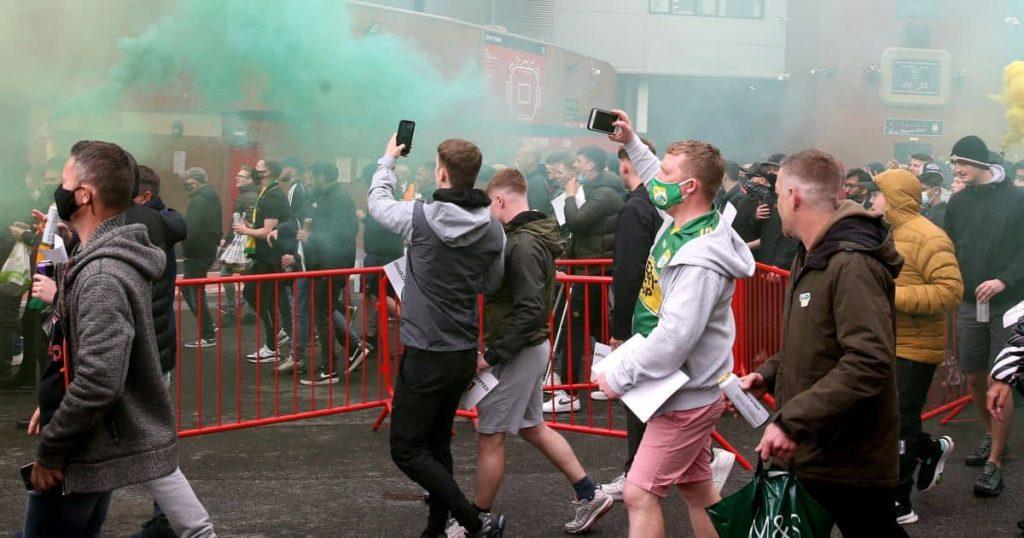 Old.Trafford.riots_.2021.TEAMtalk1