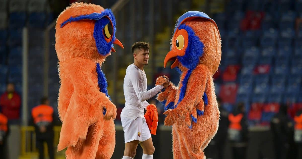Cengiz Under, massive daft bird mascots