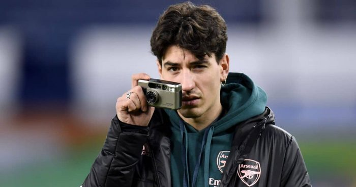 Hector Bellerin taking a picture, Arsenal