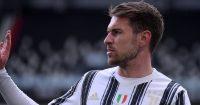 Aaron Ramsey waving to Juventus fans