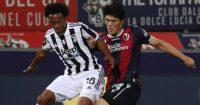 Juan Cuadrado tussling with Takehiro Tomiyasu, Juventus v Bologna, 2021