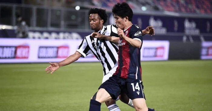 Takehiro Tomiyasu, Juan Cuadrado Bologna v Juventus May 2021