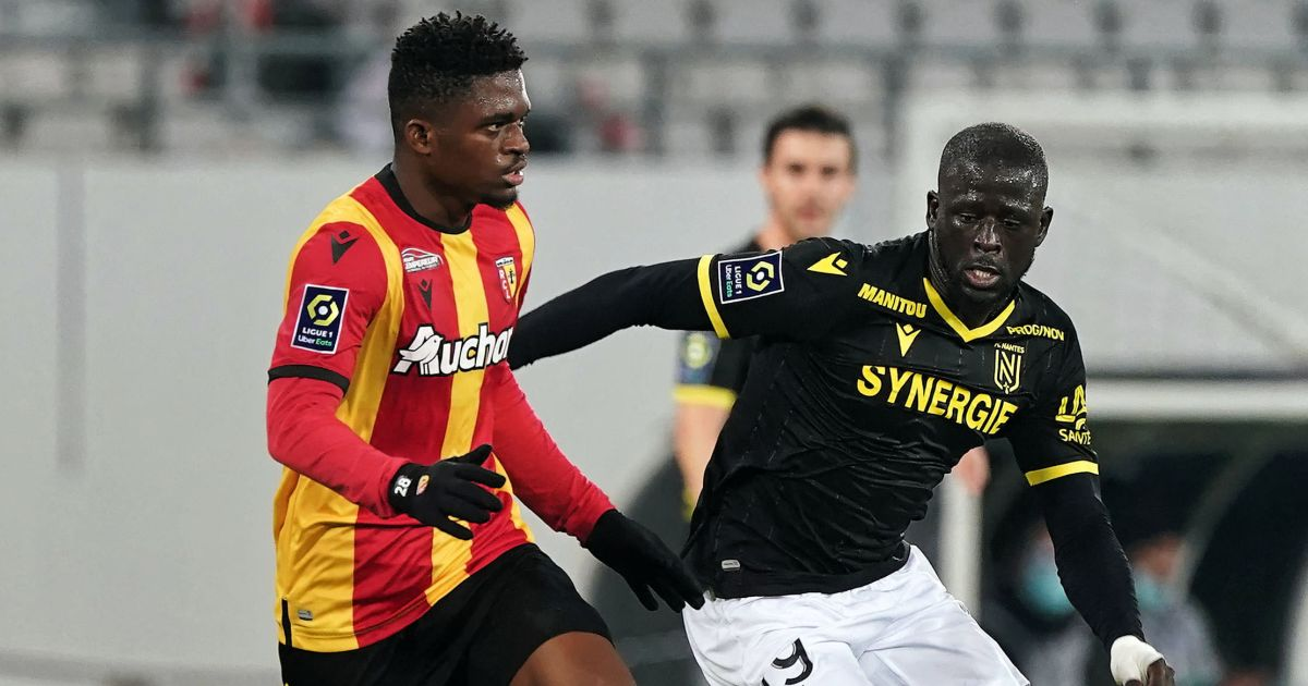 Cheick Doucoure of Lens (l) and Abdoulaye Toure of Nantes battle for possession
