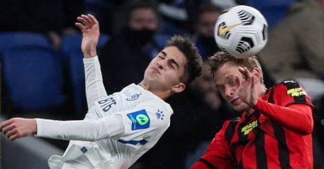 Arsen Zakharyan goes for header against Pavel Mogilevets