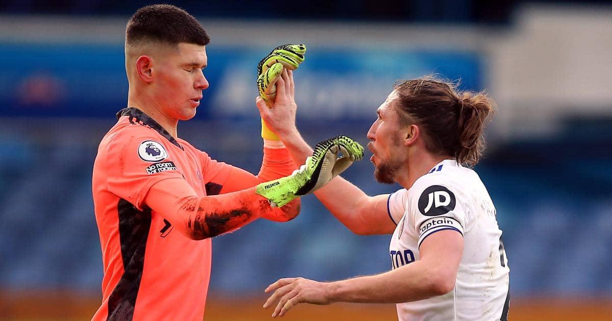 Illan Meslier et Luke Ayling célèbrent la victoire de Leeds United en décembre 2020