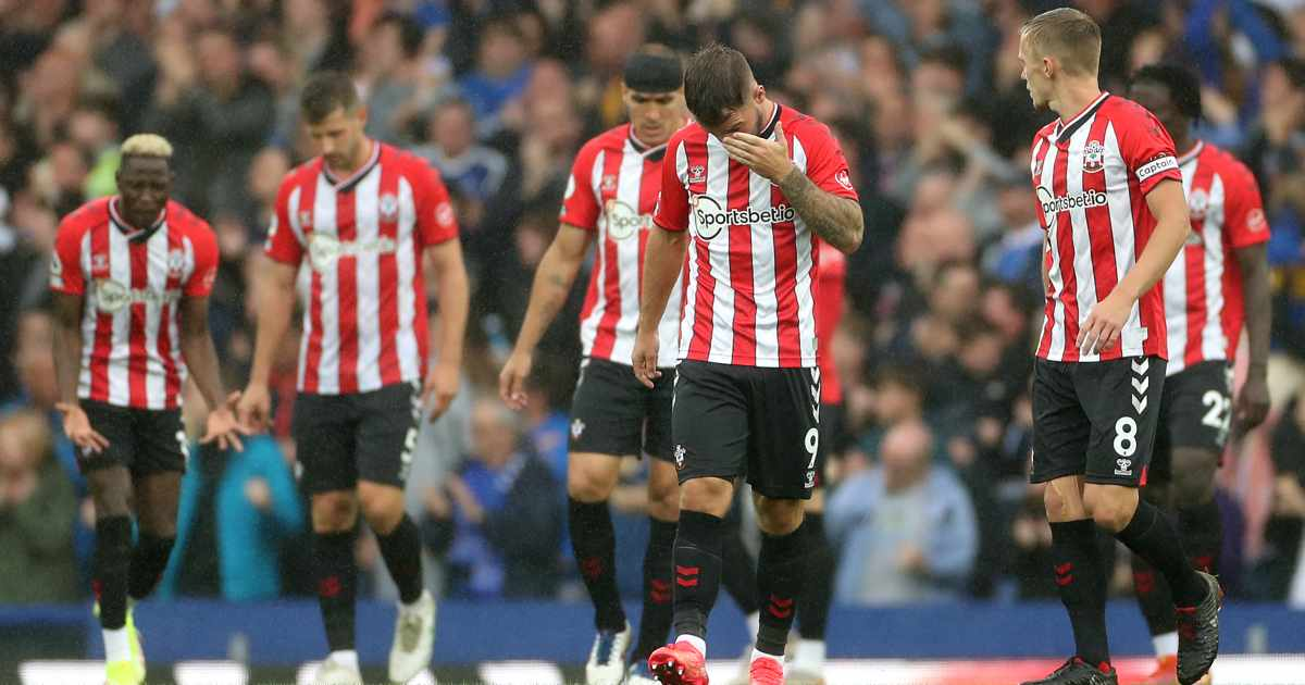 Southampton players dejected after conceding against Everton
