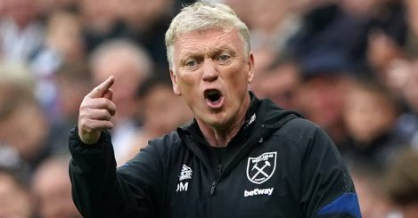 David Moyes gesturing angrily during West Ham v Newcastle August 2021