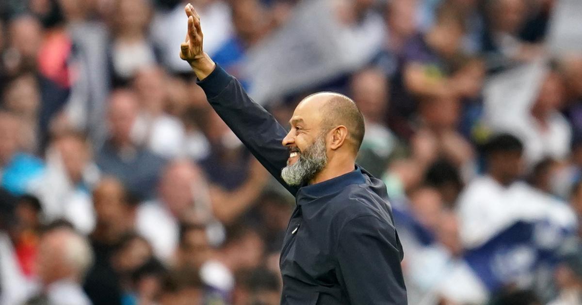 Tottenham boss Nuno Espirito Santo smiling and waving 2021